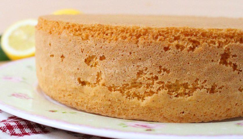 Бисквит из кефира и варенья с фото