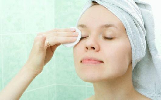 Как снимать косметику с глаз